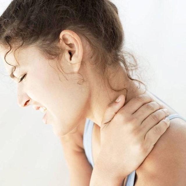 Компресс на шею при остеохондрозе - виды, как делать