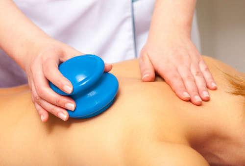 Баночный массаж при остеохондрозе позвоночника, вакуумный массаж спины, видео