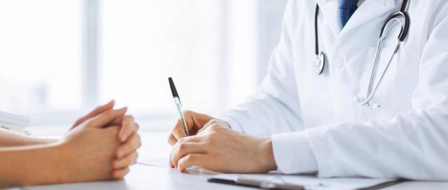 Плечевой остеохондроз: причины, симптомы и лечение