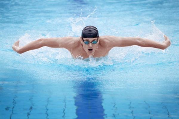 Плавание при остеохондрозе шейного отдела, как правильно плавать