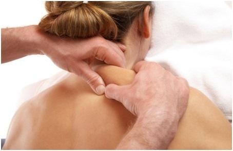 Массаж шеи и воротниковой зоны - видео, можно ли делать, при остеохондрозе