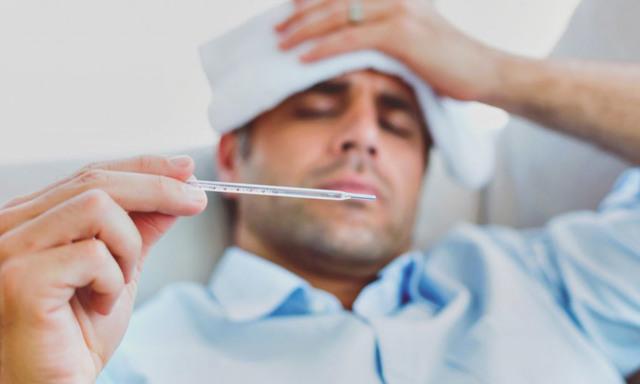 Болят глаза, температура у ребенка: причины, что делать