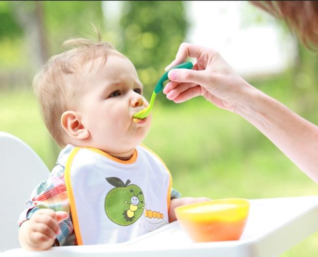 Что должен уметь ребенок в 11 месяцев: новые навыки