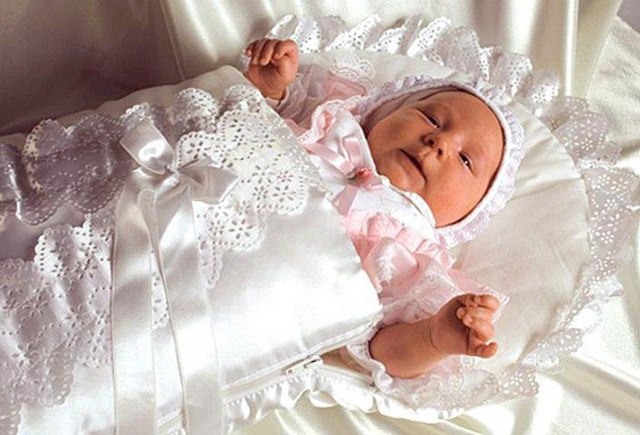Как ухаживать за новорожденной девочкой: основные правила