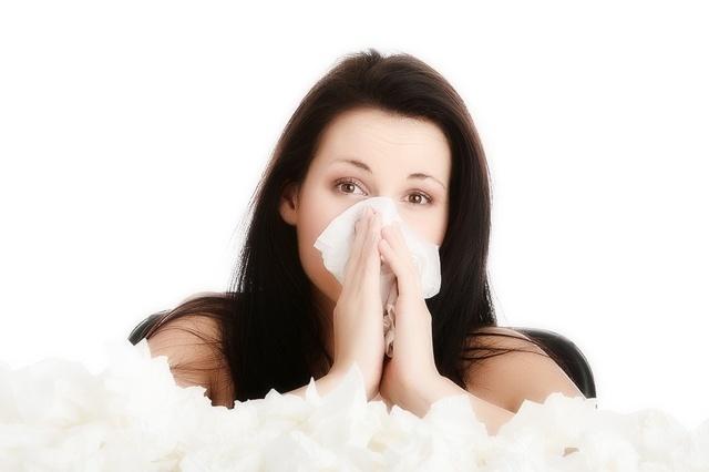 Из носа течёт жёлтая жидкость: причины