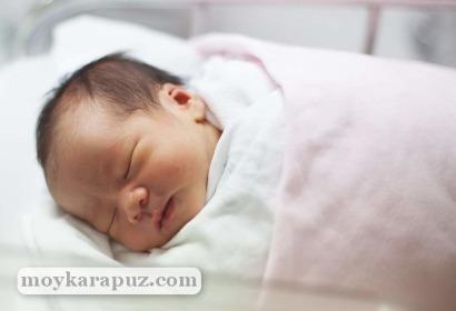 Вещи для новорожденного в роддом: полный список