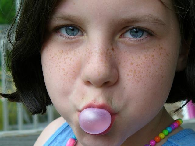 Изо рта пахнет кислым у ребенка и взрослого