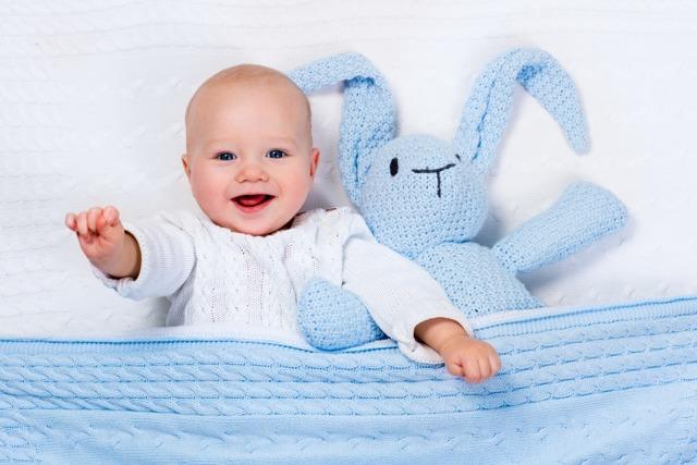 Когда ребенок начинает улыбаться?