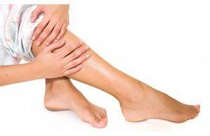 Шелушиться кожа на ступнях ног: причины зуда и шелушения