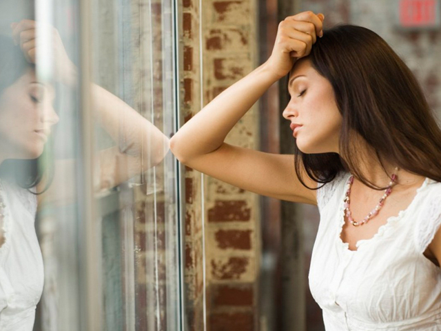 Подергивание глаза: причины и как с этим бороться