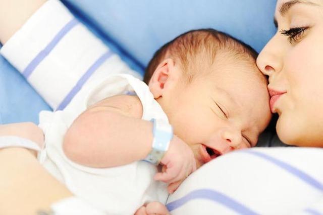 Родничок у новорожденных: норма и причины отклонения от нее