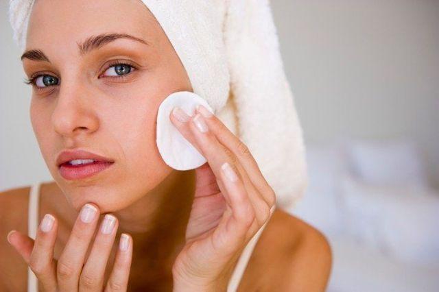Милиумы (просянка) на лице: причины и лечение