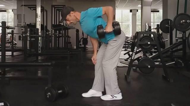 Тяга гантели одной рукой в наклоне: видео и фото упражнения