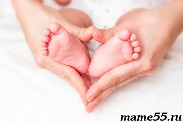 Шелушится кожа у новорожденного: причины и последствия