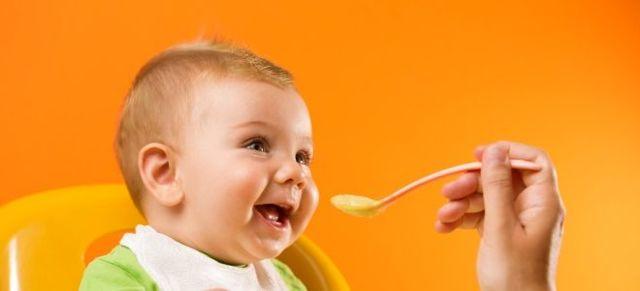 Прикорм в 6 месяцев: правила введения первых продуктов