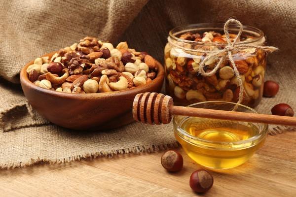 Орехи для потенции у мужчин (грецкий с медом, миндаль, арахис, мускатный, кедровые, фундук, пекан, бразильский): польза, противопоказания