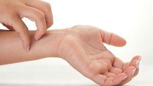 Почему чешутся руки и ноги: зуд от кисти до локтя, причины