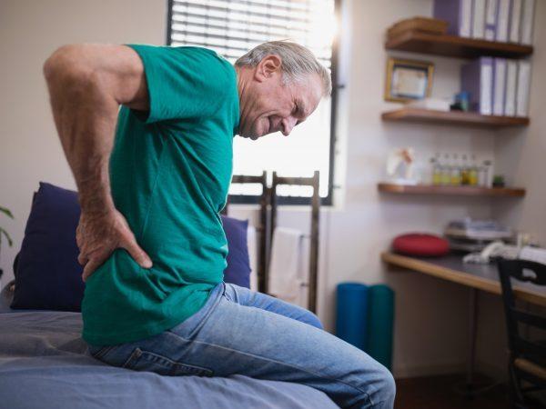 Саркома позвоночника: симптомы, причины, лечение